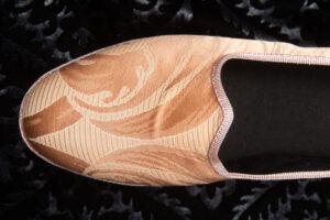 pantofola gialla con disegno donna nicolao atelier